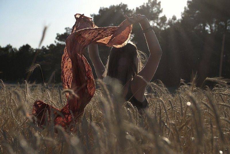 Cysalis - lady blowig scarf ©
